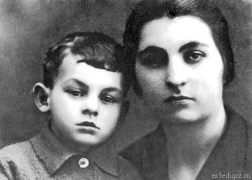 Ашхен Налбандян с маленьким сыном Булатом Окуджавой